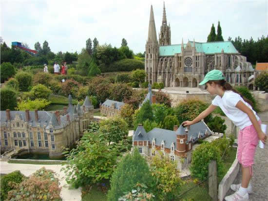 Top 15 fun places in paris for kids world top top for Parc attraction yvelines