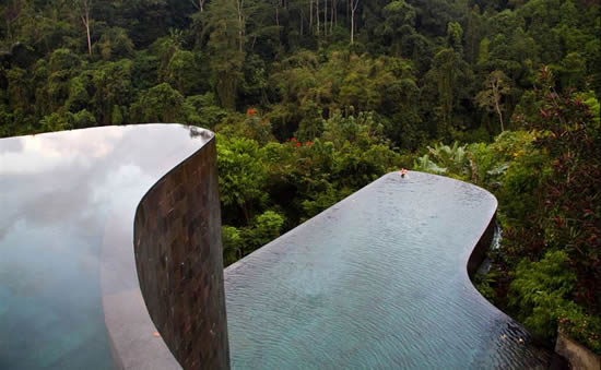 Top 50 infinity pools in the world for Hanging garden pool ubud