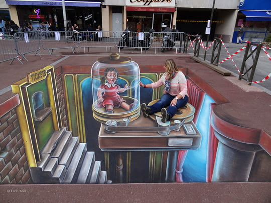 Glass House Theatre – 3D Pavement Painting by Leon Keer